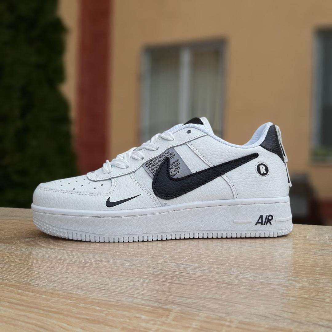 Кроссовки женские Nike Air Force 1 LV8 белые с чёрным