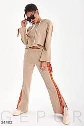 Трикотажный спортивный костюм с расклешенными брюками