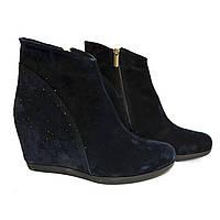 """Синие замшевые зимние женские ботинки декорированы камнями. ТМ """"Maestro"""", фото 1"""