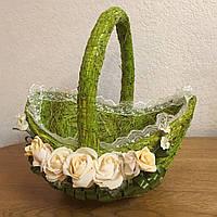 Кошик (корзина) з натурального сіна, зелений з кремовими трояндами