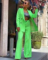 Брючный женский костюм салатового цвета