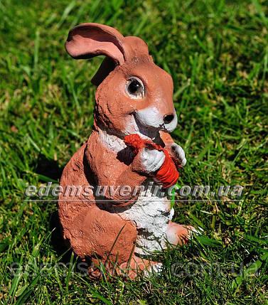 Садовая фигура Заяц стоячий с морковкой, фото 2