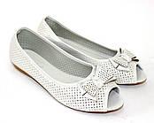 Белые женские туфли с открытым носком