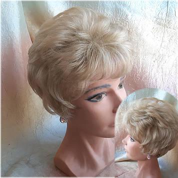 Парик короткий пышный из канекалона соломенный блонд 015А-24/613HL