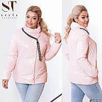 Женская стильная лакированная весенняя куртка на синтепухе с объемным воротом, норма и батал большой размер