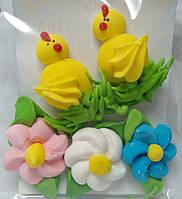 Пасхальное украшение из сахарной  мастики  набор цыплята с цветами
