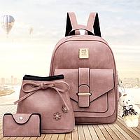 Модные пудровые женские рюкзаки из экокожи Аделина розовый набор 3 в 1 с сумочкой, визитницей и брелком мишка