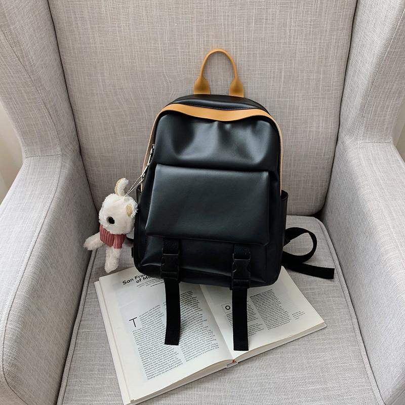 Рюкзак кожаный женский с брелком мишка черный Ginva.
