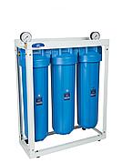 """Система корпусів для холодної води Big Blue 20"""" потрійна AquaFilter HHBB20B 1"""" на рамі"""