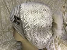 Женский  бежевый берет-шапка ангоровый с песцовым помпоном