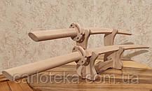 Катана, вакидзаси. Комплект японских мечей самурая на деревянной подставке.