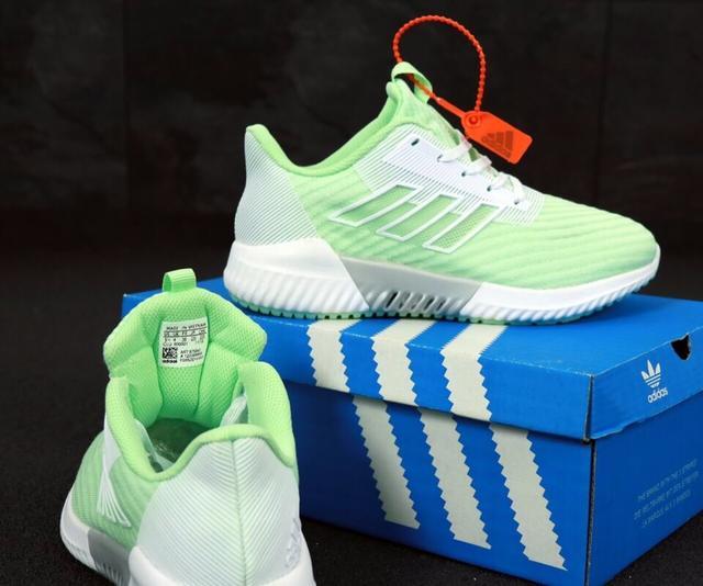 Женские кроссовки Adidas Climacool в салатовом цвете фото