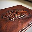 """Кошелек мужской кожаный компактный на внутренней кнопке """"Лошади"""". Цвет коричневый, фото 2"""