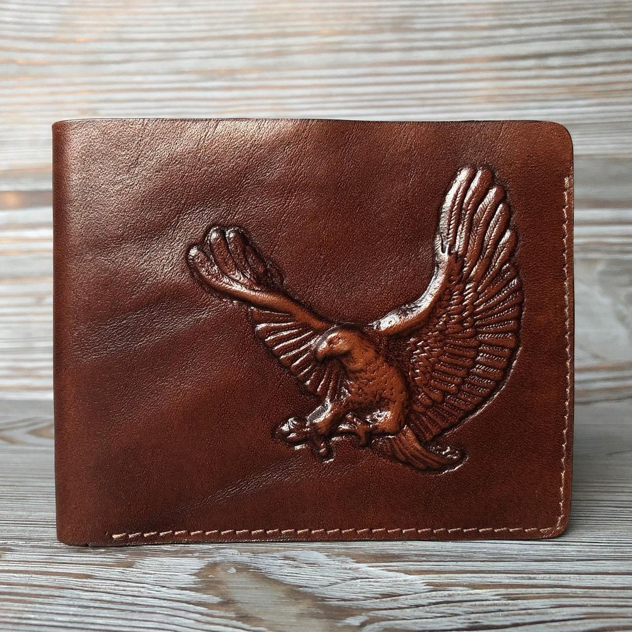"""Кошелек мужской кожаный компактный на внутренней кнопке """"Орел"""". Цвет коричневый"""