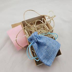 Подарочная коробочка с мешочком из мешковины, древесным наполнителем и бантом из бичёвки