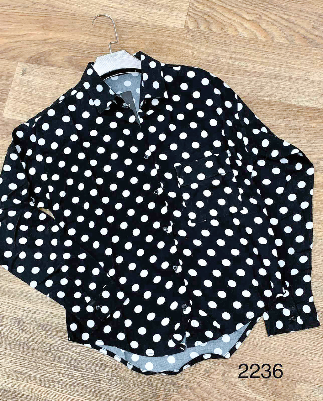 Классическая черная рубашка в горошек (черный 46)