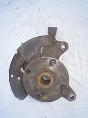 Поворотный кулак передний правый (ступица в сборе) Mazda 323 BJ 1997-2002г.в. без АБС