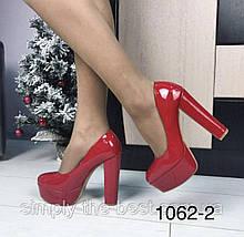 Червоні лакові туфлі жіночі