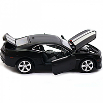 Машинка модель Автопром Chevrolet Самого (Шевроле Камаро) чорно-білий, 15 см (68335), фото 7
