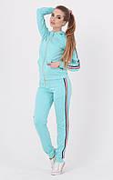 Модный спортивный костюм голубого цвета