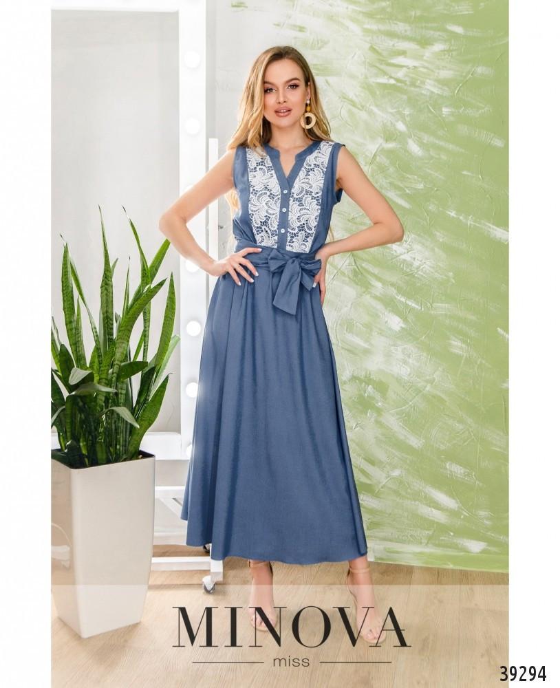 Красиве синє плаття прикрашене мереживом, розмір 42-44