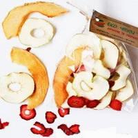 Фруктовые чипсы из яблок-35, дыни-10 и клубники-5, смесь 50 грамм