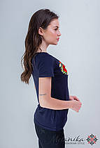 Красивая женская вышитая футболка в синем цвете с цветочным орнаментом «Маковый цвет», фото 3