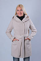 Пальто бежевого цвета с капюшоном