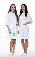 """Распродажа Медицинский халат женский с вышивкой 42, 48 размер """"Панянка"""" коттон белый"""