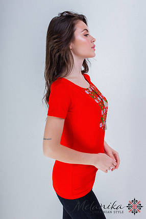 Яркая женская вышитая футболка с широкой горловиной в красном «Экспрессия», фото 2