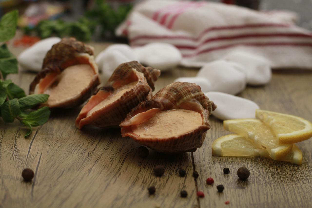 Рапан фаршированный в ракушке под соусом Прованс, или Бургундский, или Трюфель (на выбор), 8 штук