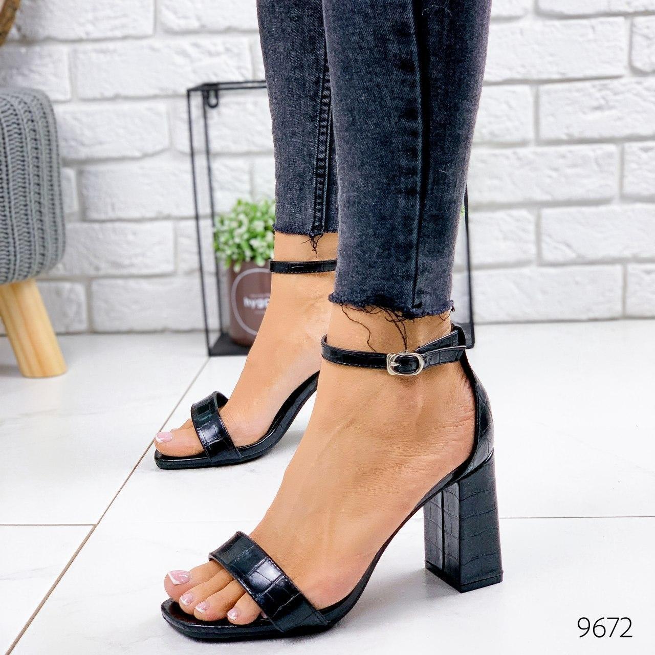 Летние босоножки женские на каблуке, черного цвета из эко кожи. Босоніжки жіночі