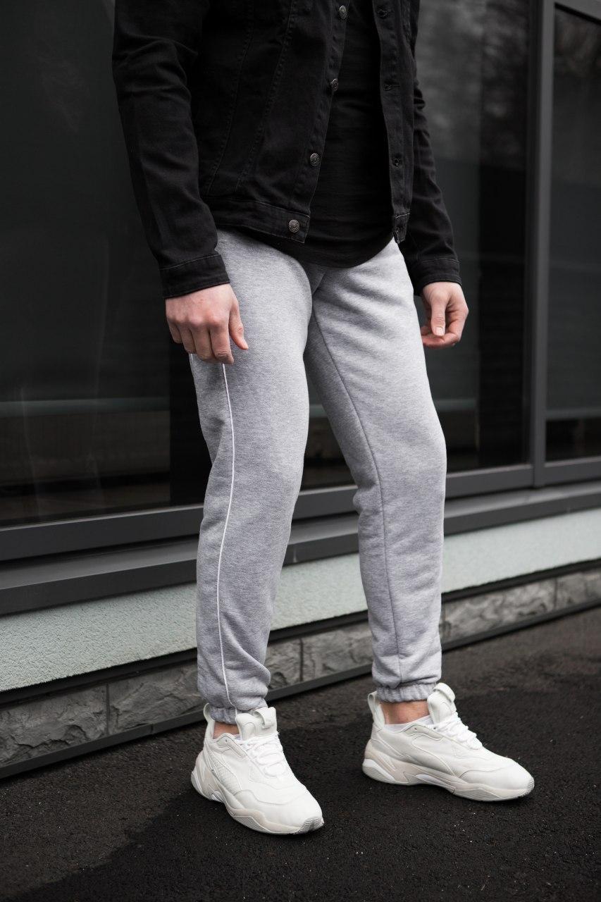Чоловічі трикотажні штани сірі 2 смужки