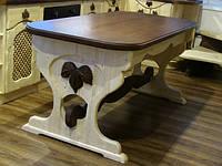 Стол кухонный, столешница ― массив дуба.