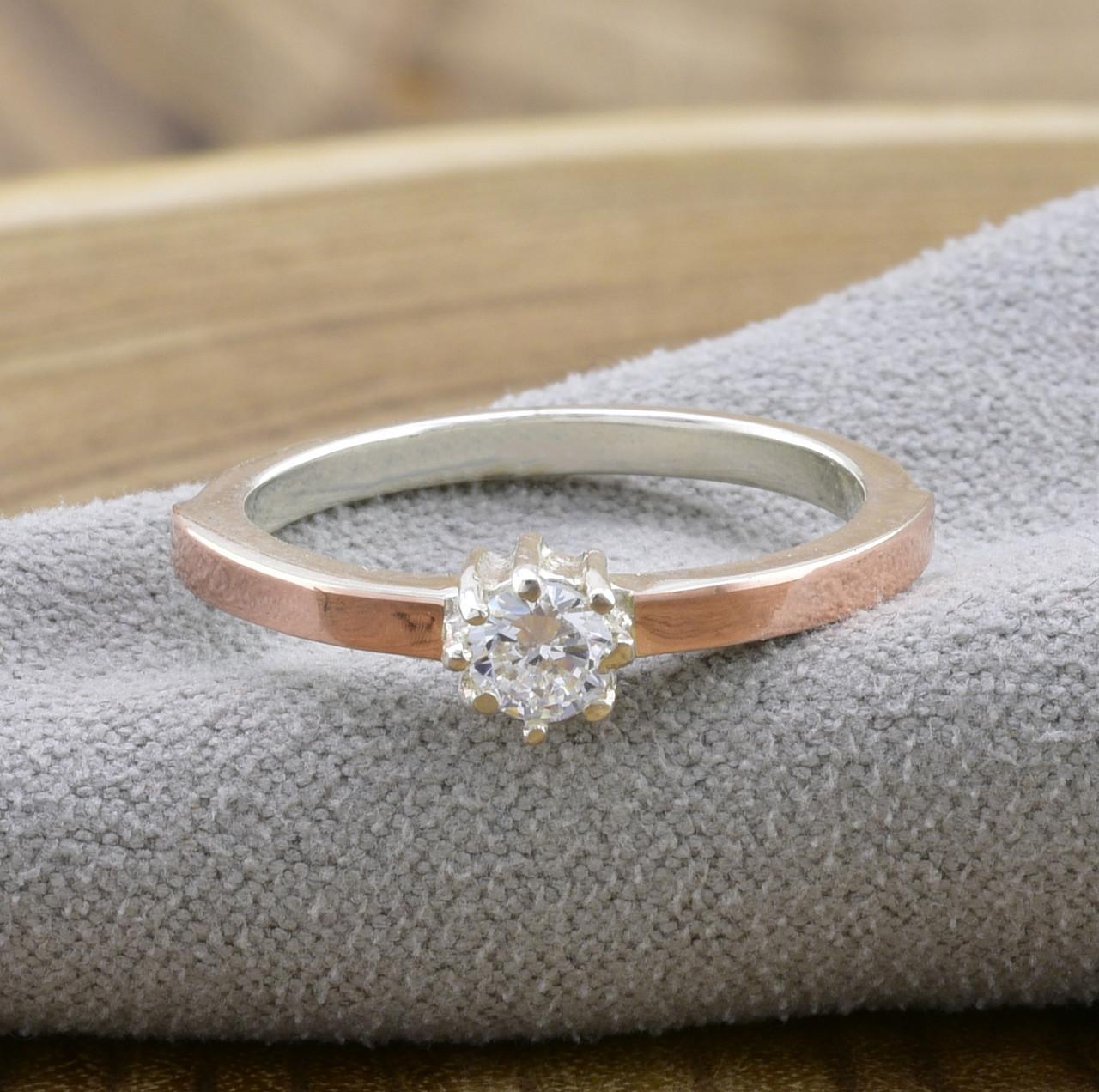 Серебряное кольцо с золотом Вик вставка белый фианит вес 2.2 г размер 18.5
