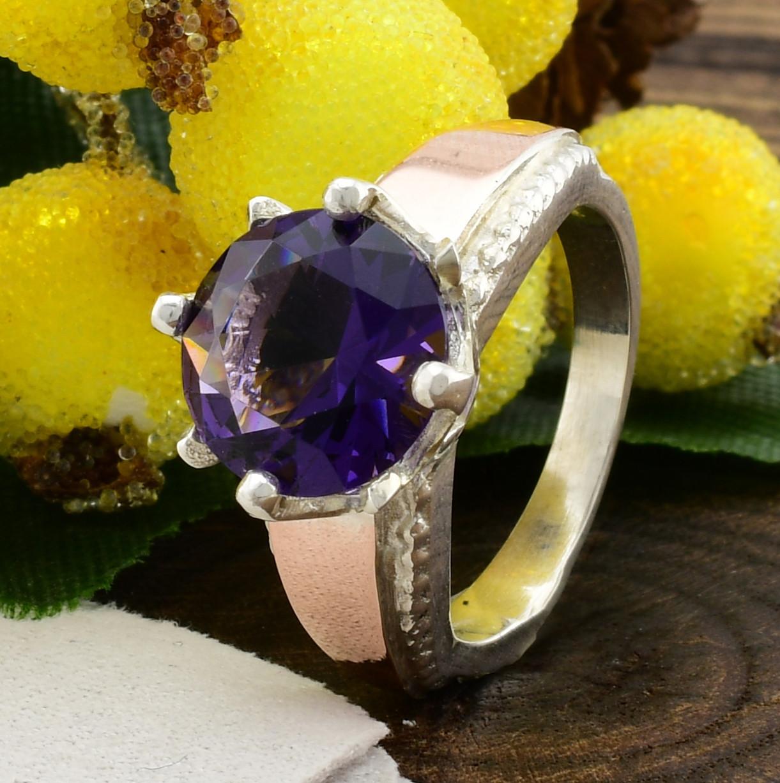 Серебряное кольцо с золотом Лада вставка фиолетовый фианит вес 4.5 г размер 17