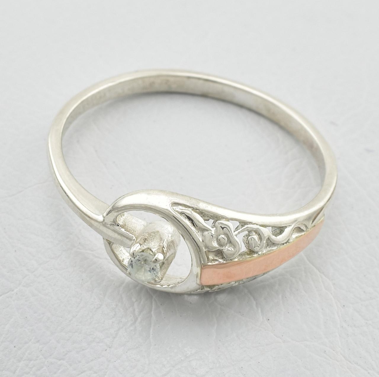 Серебряное кольцо с золотом Сюрприз вставка белые фианиты вес 1.53 г размер 16