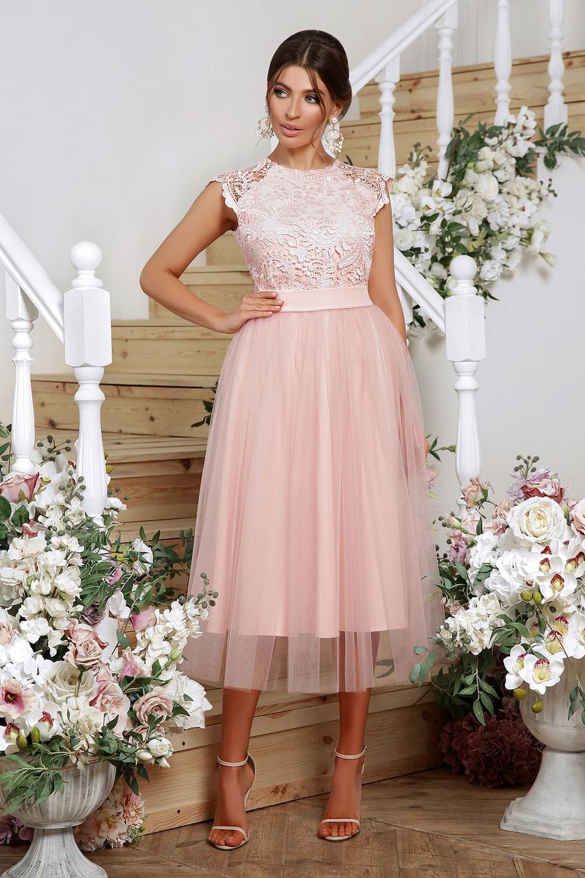 Нарядное персиковое платье миди