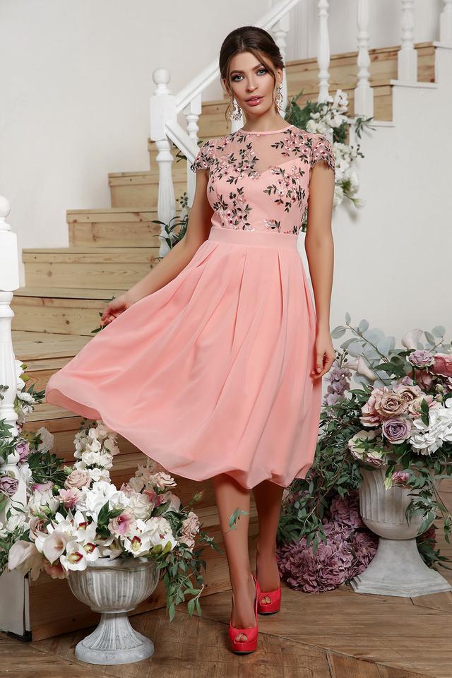 Персиковое нарядное платье миди
