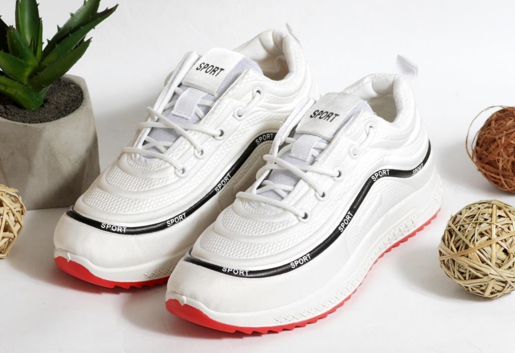 0352 Кроссовки Sport на плотной подошве белого цвета. 38 размер -стелька 23,8см