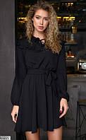 Женское однотонное деловое черное платье с рюшами и пояском с завышенной талией