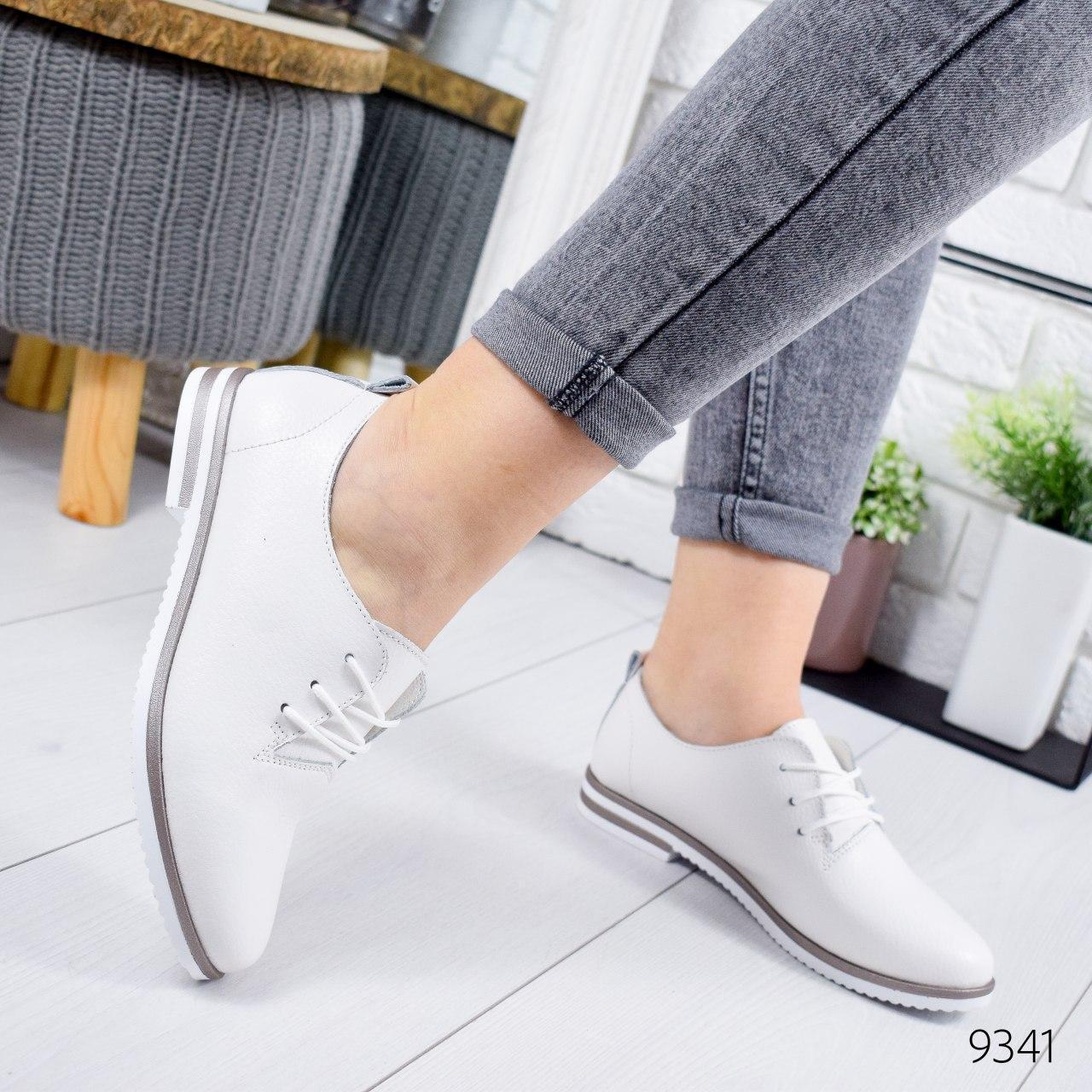 Туфли женские на ровном ходу, белого цвета из НАТУРАЛЬНОЙ КОЖИ с закрытым носком. Туфлі жіночі