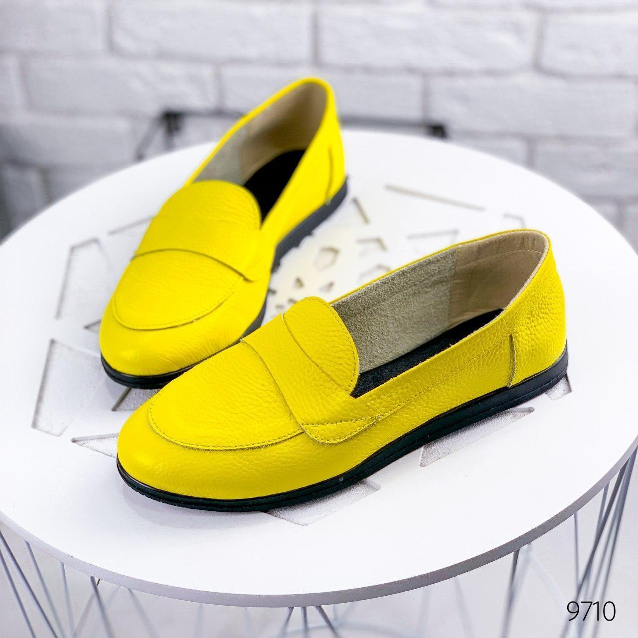 Туфли женские на ровном ходу, желтого цвета из НАТУРАЛЬНОЙ КОЖИ с закрытым носком. Туфлі жіночі