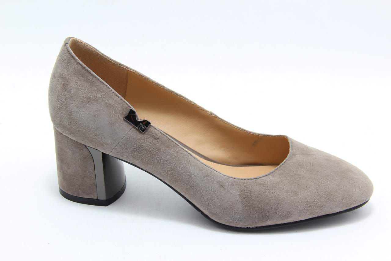 Светлые замшевые туфли Berloni 166
