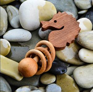 Мольберт и натуральная деревянная игрушка