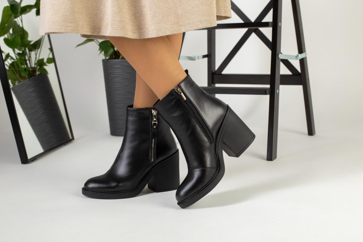 Демисезонные женские ботинки, кожаные, цвет - черный, на байке, с замочками, на небольшом каблуке