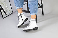 Женские демисезонные белые кожаные ботинки на черной подошве, фото 1