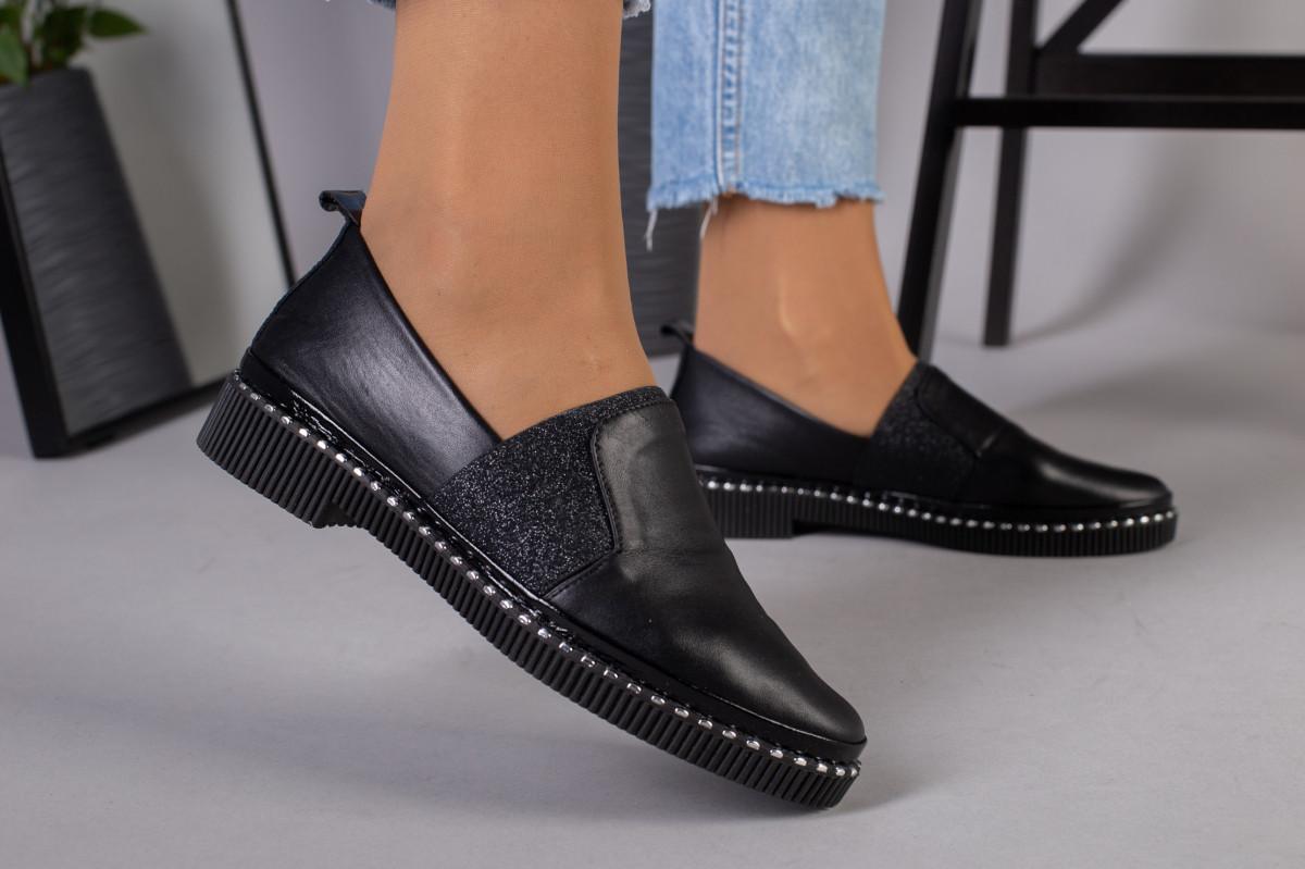 Женские туфли из черной кожи
