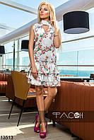 Летнее белое платье с цветочным принтом и рюшами