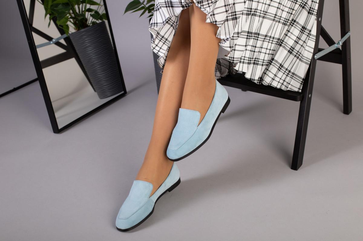 Замшевые голубые туфли на низком ходу